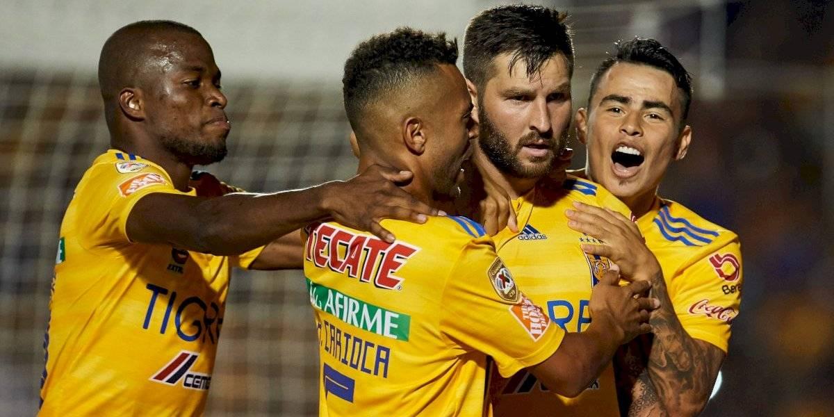 ¡Duelazo! Tigres golea a Santos en el Volcán