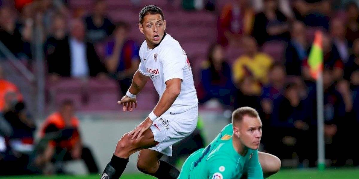 Barcelona golea 4-0 al Sevilla; Chicharito jugó y provocó una doble expulsión