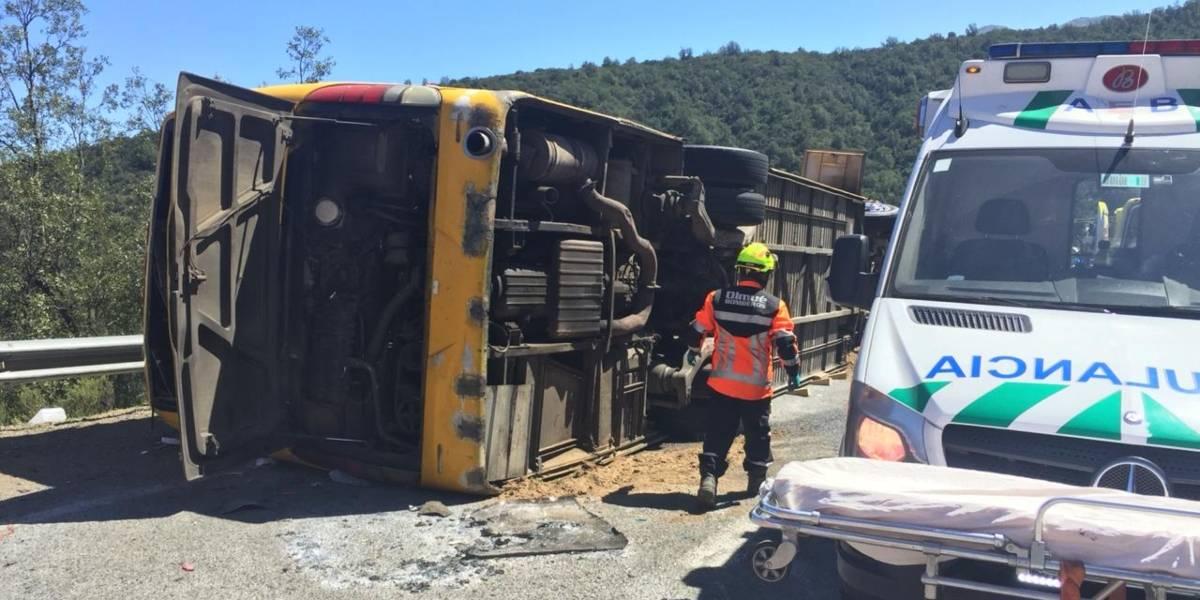 """""""Le reclamaban al conductor que no manejara tan rápido"""": padres de víctimas acusaron exceso de velocidad en fatal accidente de bus en Curacautín"""