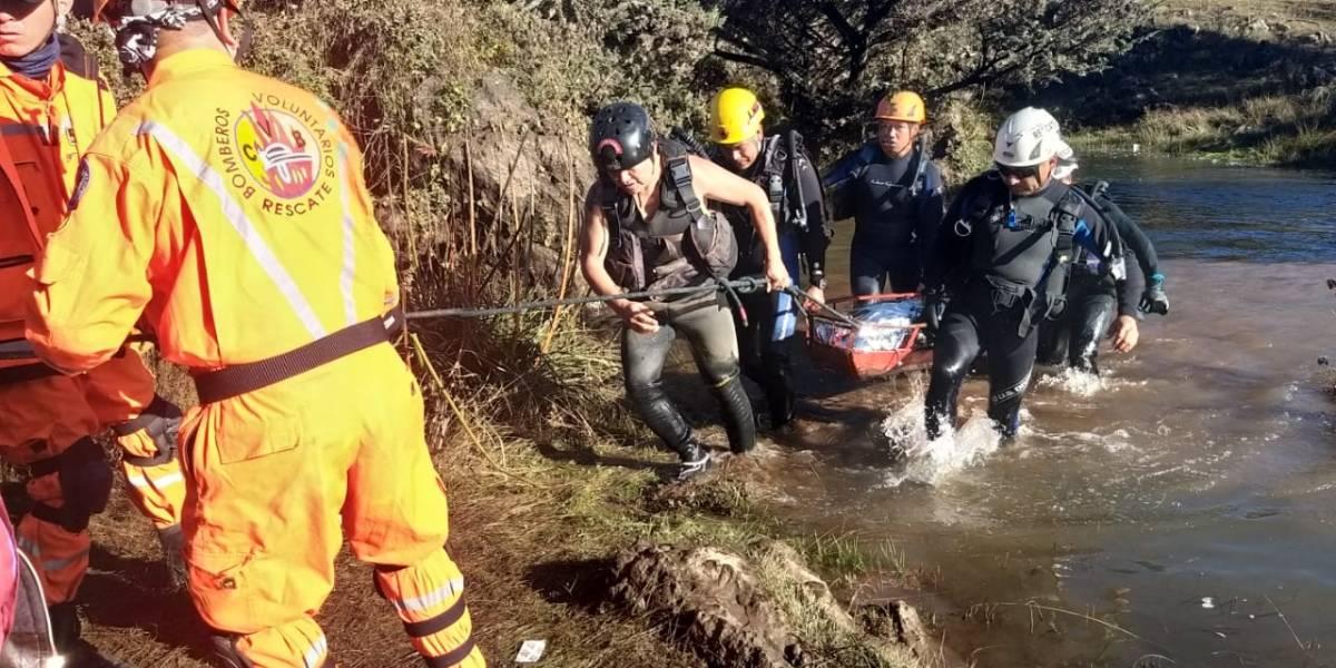 Rescatan cuerpo de adolescente que cayó en un río por grabar con su teléfono