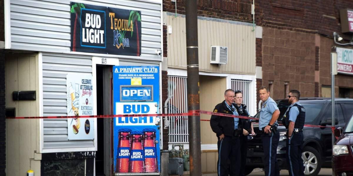 Hay dos mexicanos muertos por tiroteo en bar de Kansas