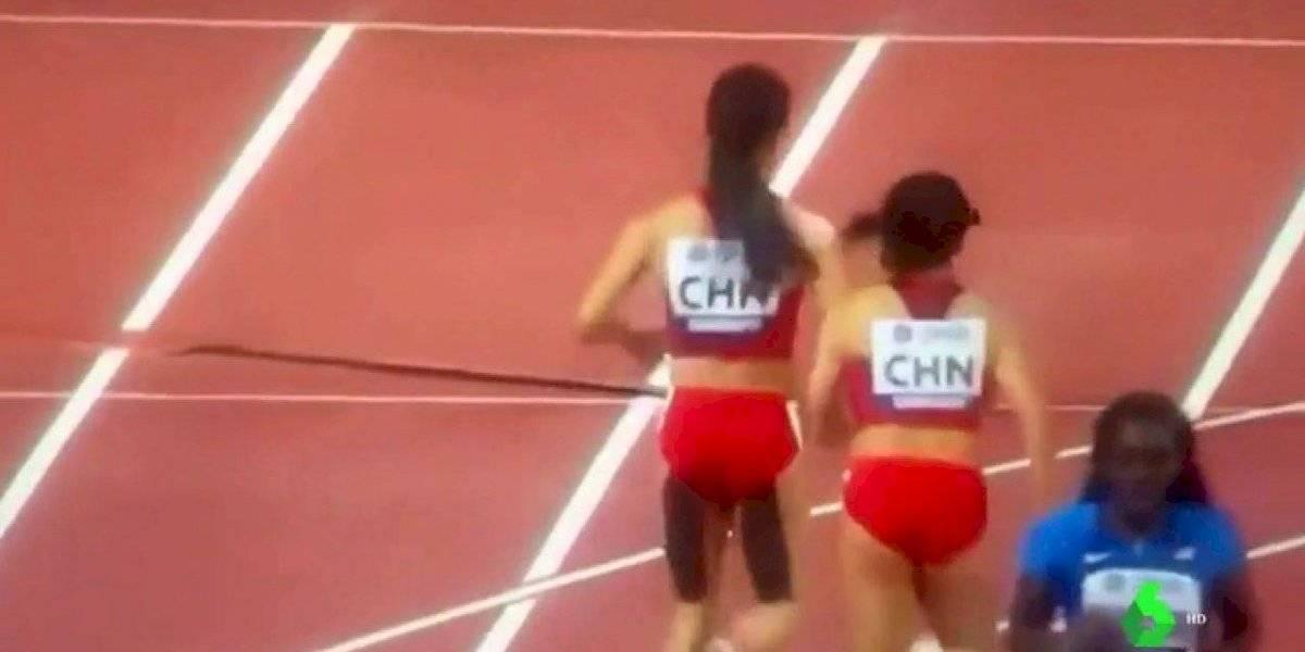 VIDEO. Surrealista carrera de pareja china se viraliza por ir hacia atrás