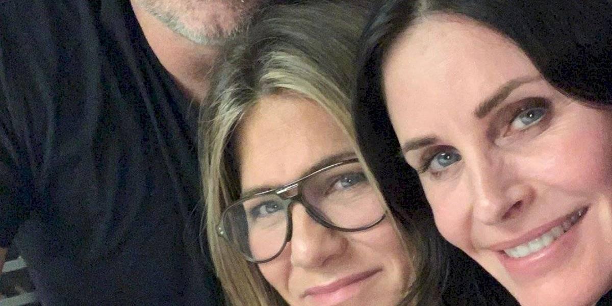 Courteney Cox se reúne com colegas de elenco de 'Friends'