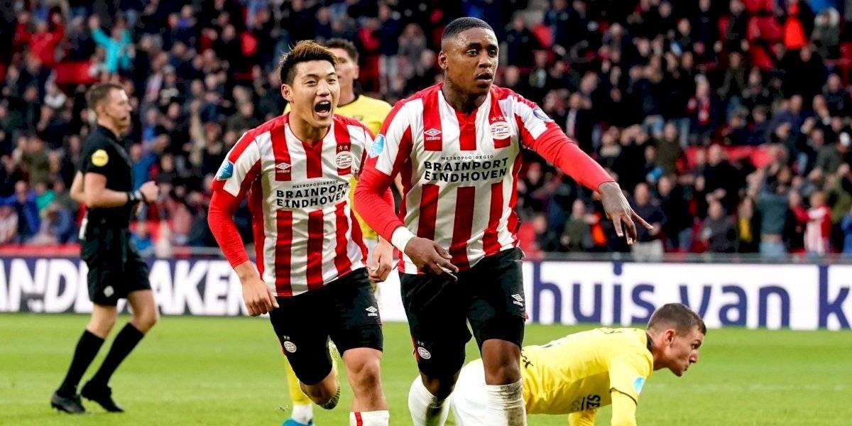 PSV, con Erick Gutiérrez, quiere la cima tras golear al Venlo