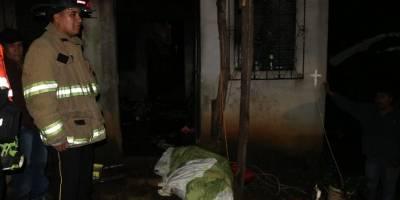 Fiscales del Ministerio Público investigan la muerte debido a que el cuerpo se encontraba suspendido por una soga, en el interior de la vivienda en donde se ocasionó el incendio.