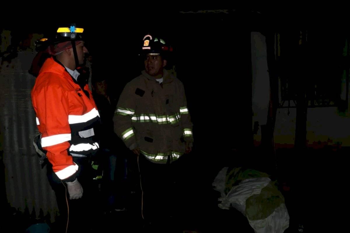 Fiscales del Ministerio Público investigan la muerte debido a que el cuerpo se encontraba suspendido por una soga, en el interior de la vivienda en donde se ocasionó el incendio. CVB