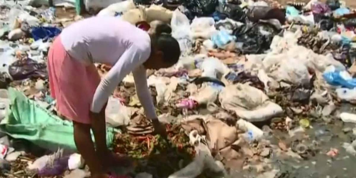 Nuevamente captan a niños indígenas comiendo de la basura, esta vez en La Guajira