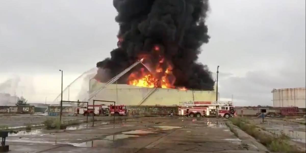 Controlan incendio en complejo Pajaritos, en Coatzacoalcos
