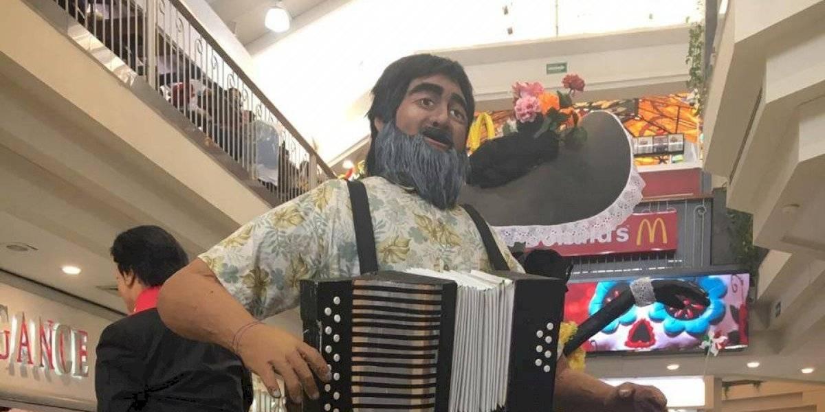 Honran a JuanGa y Celso Piña, en el marco de celebración del Día de Muertos