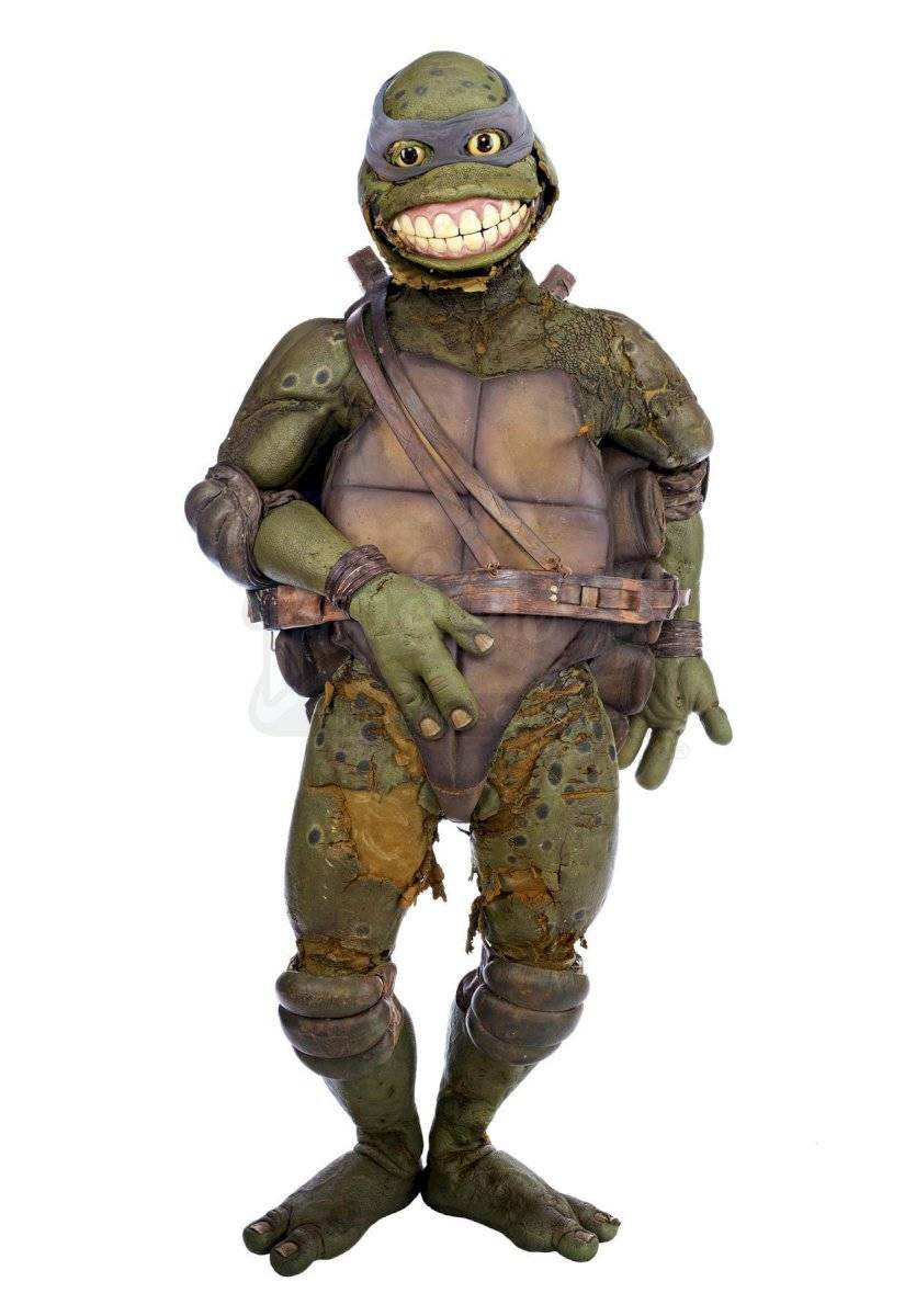 Nadie quiso comprar el feo disfraz de Leonardo de las Tortugas Ninja que ese estaba subastando