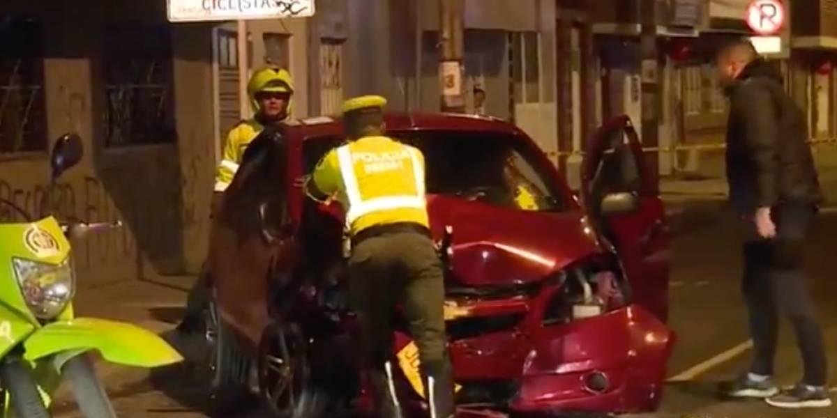 (Video) Conductor borracho arrolló a dos personas en una moto y los dejó gravemente heridos, en Bogotá