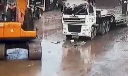Vengativo trabajador destruyó el lujoso carro de su jefe con una excavadora