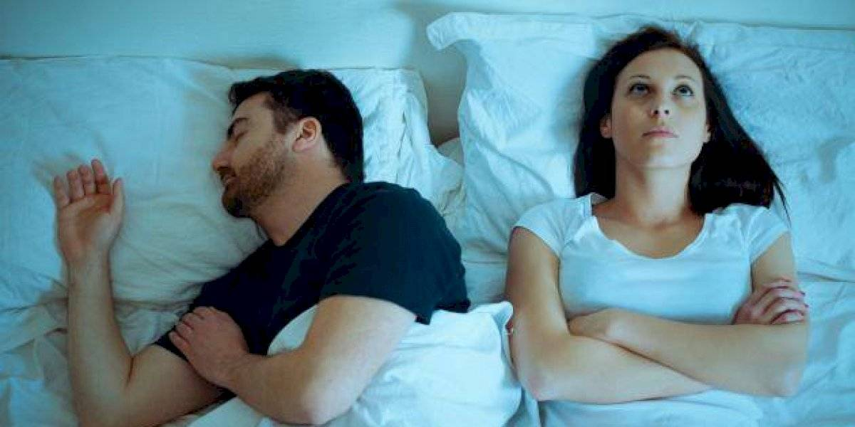 Fin de la pelea: estudio revela qué significa dormir de espaldas a tu pareja