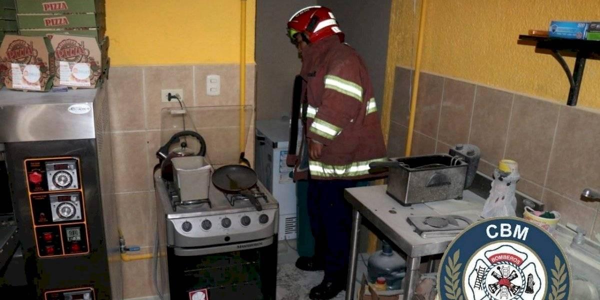 Dos heridos tras explosión de gas en centro comercial de zona 7