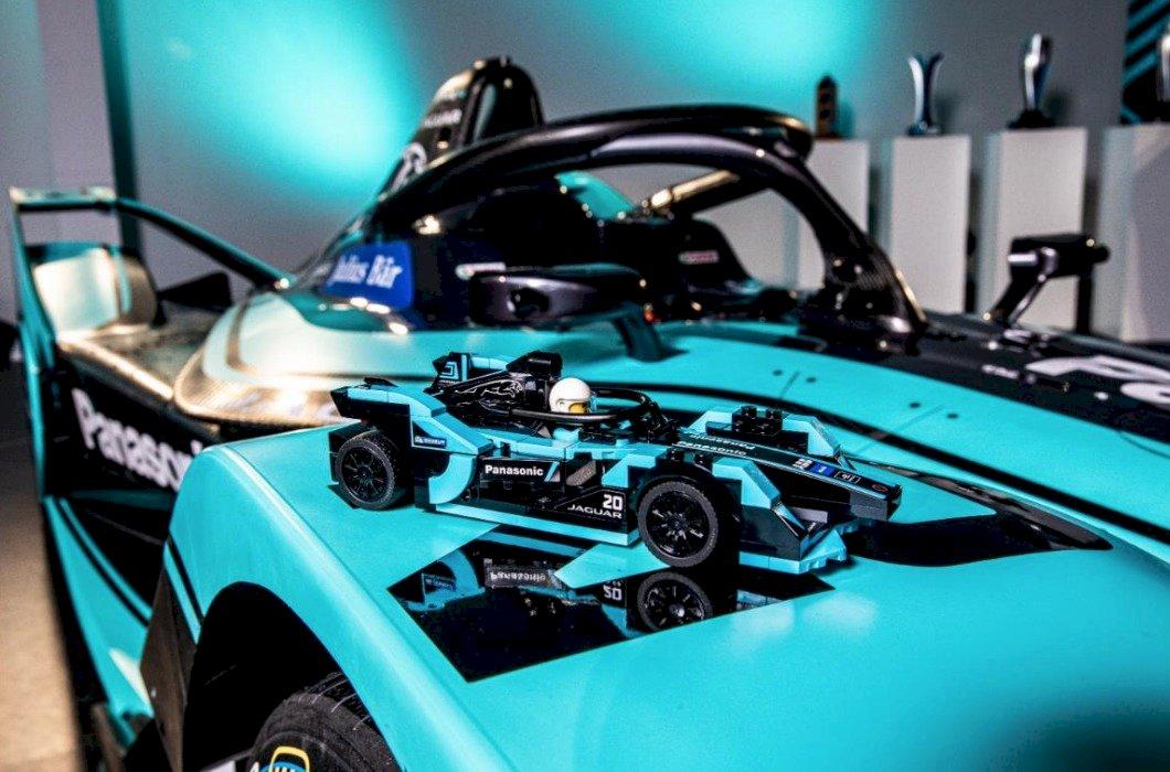 Jaguar I-Type 4