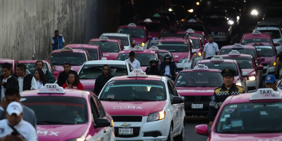 Taxistas se manifiestan en CDMX en contra de aplicaciones