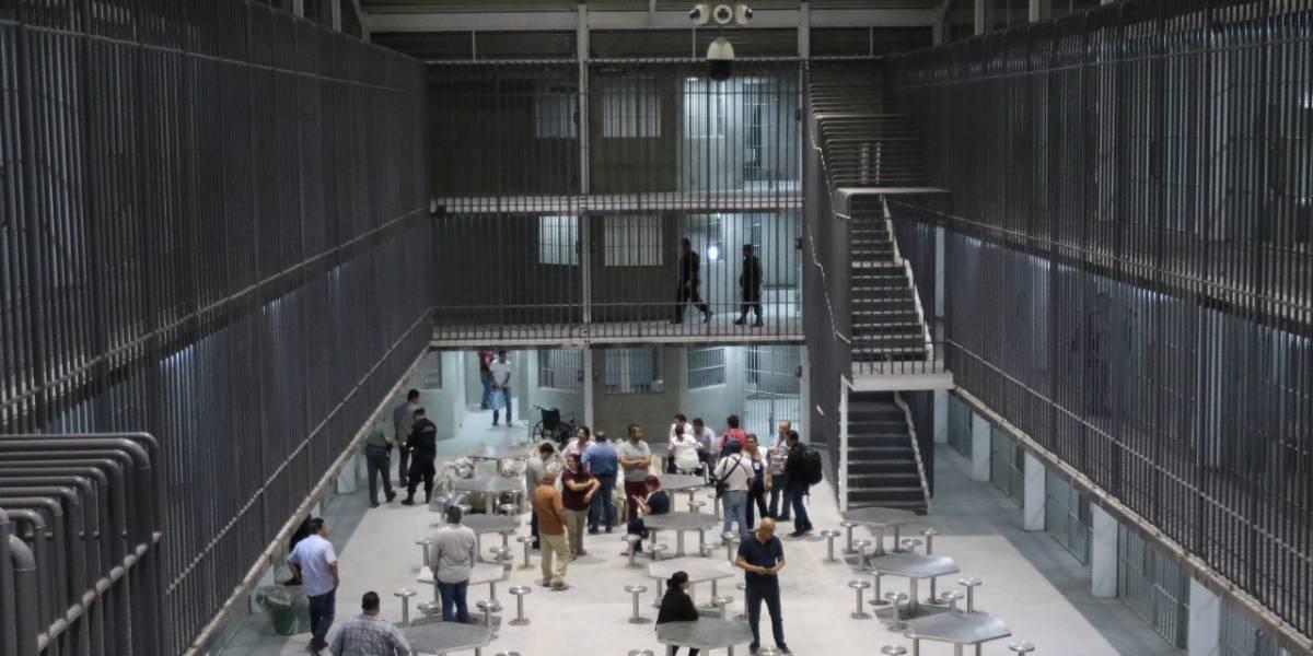 Penal de Apodaca se ve rebasado por visitantes de reos