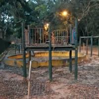Brinquedos em más condições no parque Aclimação