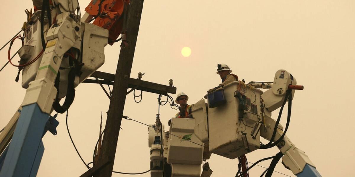 Más de 109,000 abonados siguen sin servicio de luz