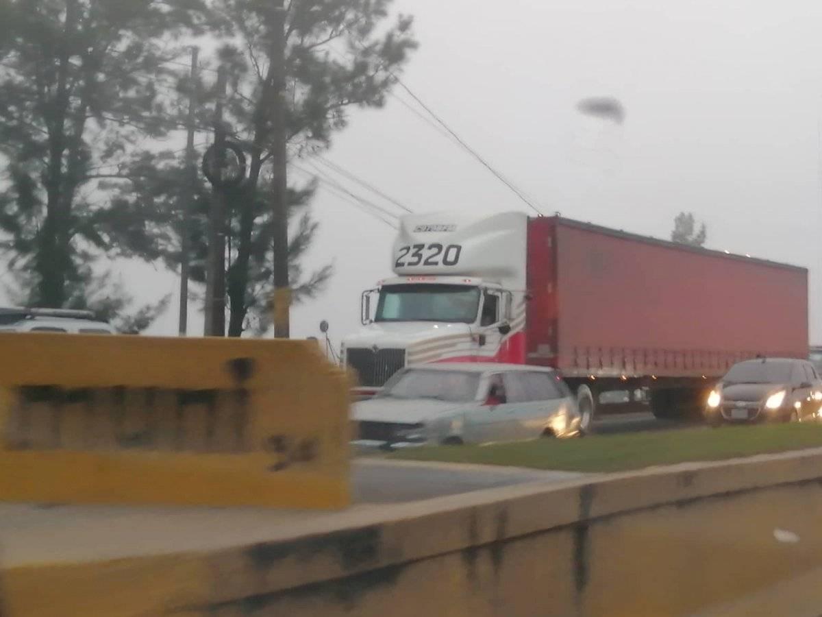 ataque contra camión repartidor en el Periférico