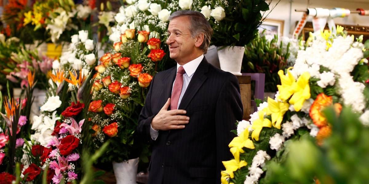 """""""Los que quieran regalar flores en este mes, han caído un 3,7%"""": el romántico consejo del ministro Larraín por cifras del IPC"""