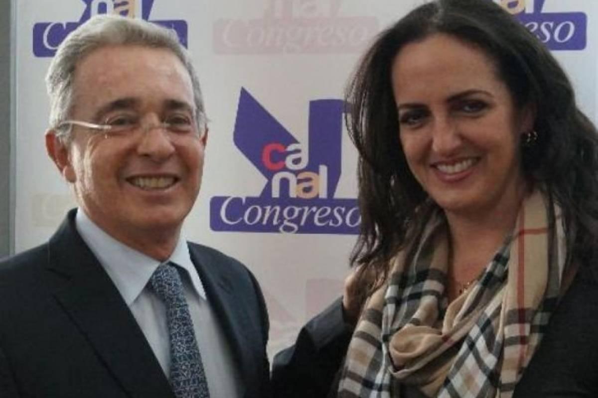 Escogen a Uribe como el mejor senador del año