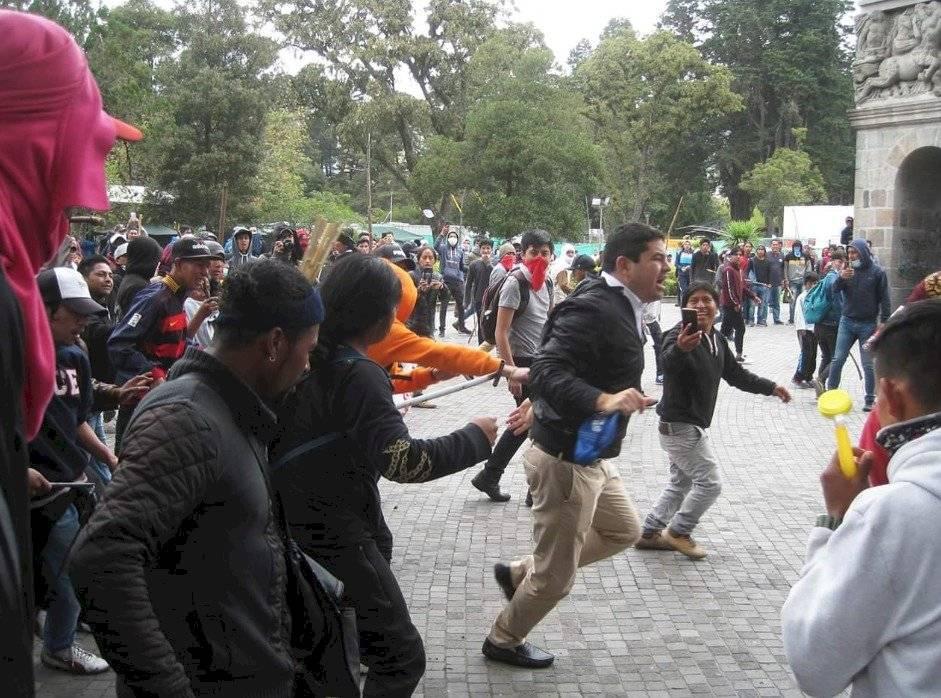 José Tuárez fue agredido por manifestantes en el Parque El Ejido Twitter