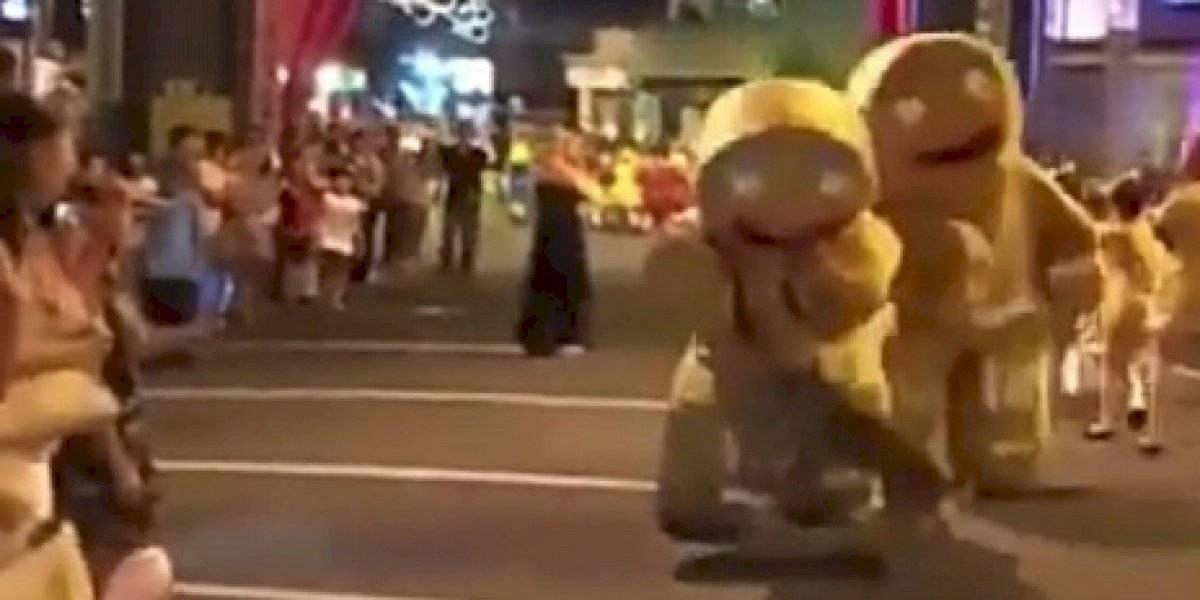 O ataque de um cachorro a um homem fantasiado de cookie que enlouqueceu a internet