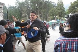 José Tuárez fue agredido por manifestantes en el Parque El Ejido