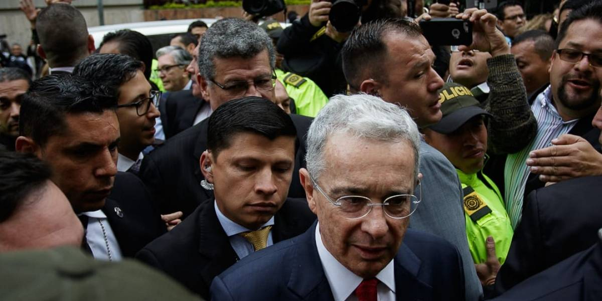 Primeras imágenes de Álvaro Uribe en su llegada a la indagatoria