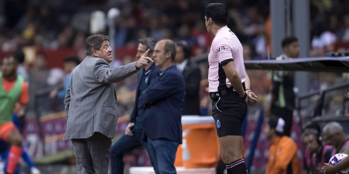 Gremio arbitral está molesto por 'ligera' sanción a Miguel Herrera