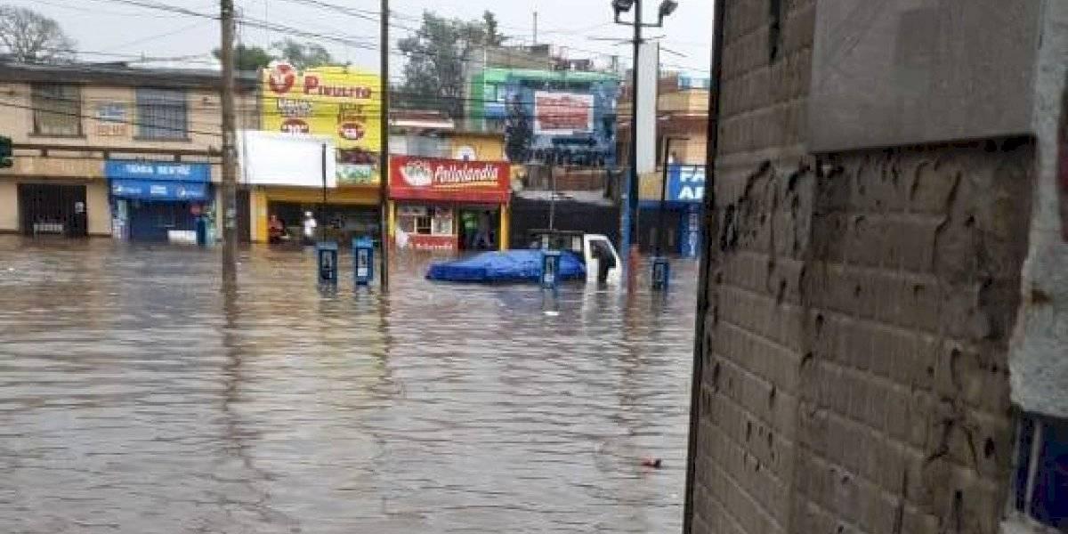 Fuerte lluvia causa inundación en bulevar el Naranjo