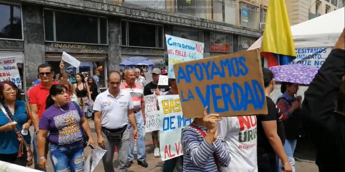 Avanza marcha contra Álvaro Uribe en Cali