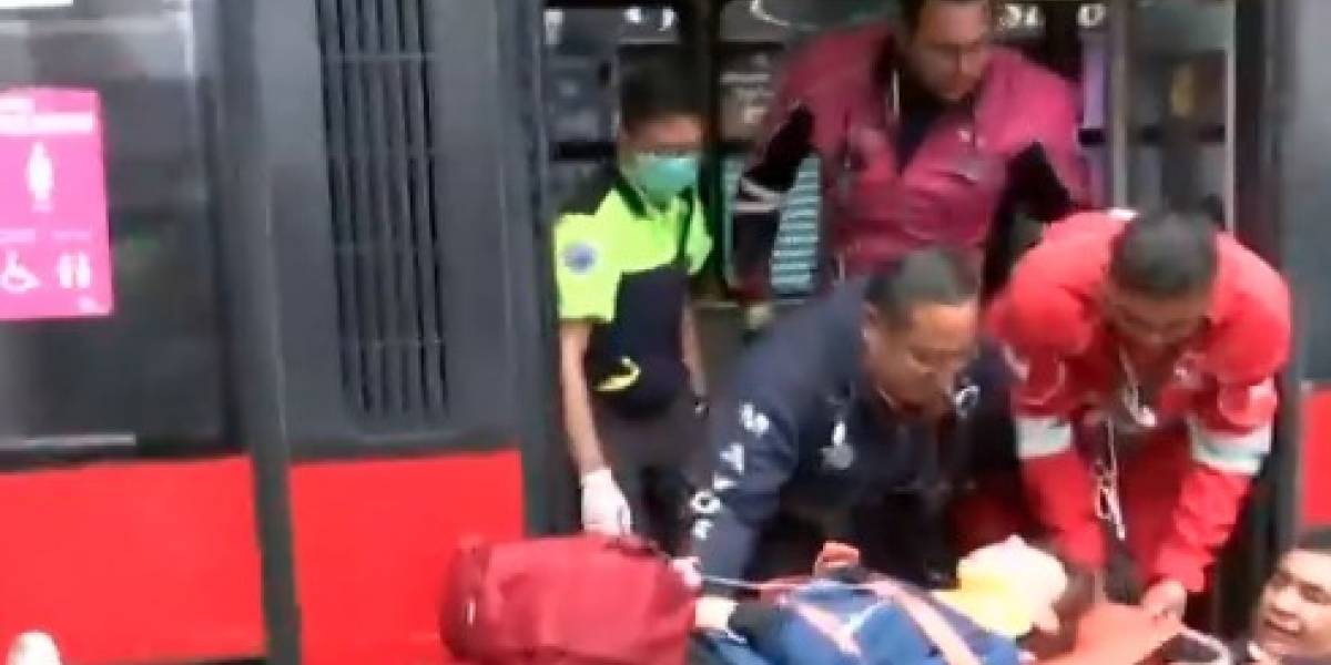 Choque de taxi contra Metrobús en la Roma deja varios lesionados
