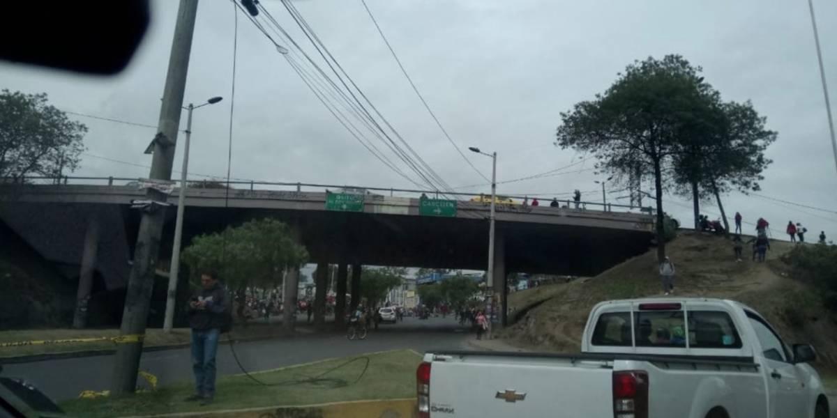 Manifestantes avanzan por la Galo Plaza Lasso hasta el parque El Arbolito