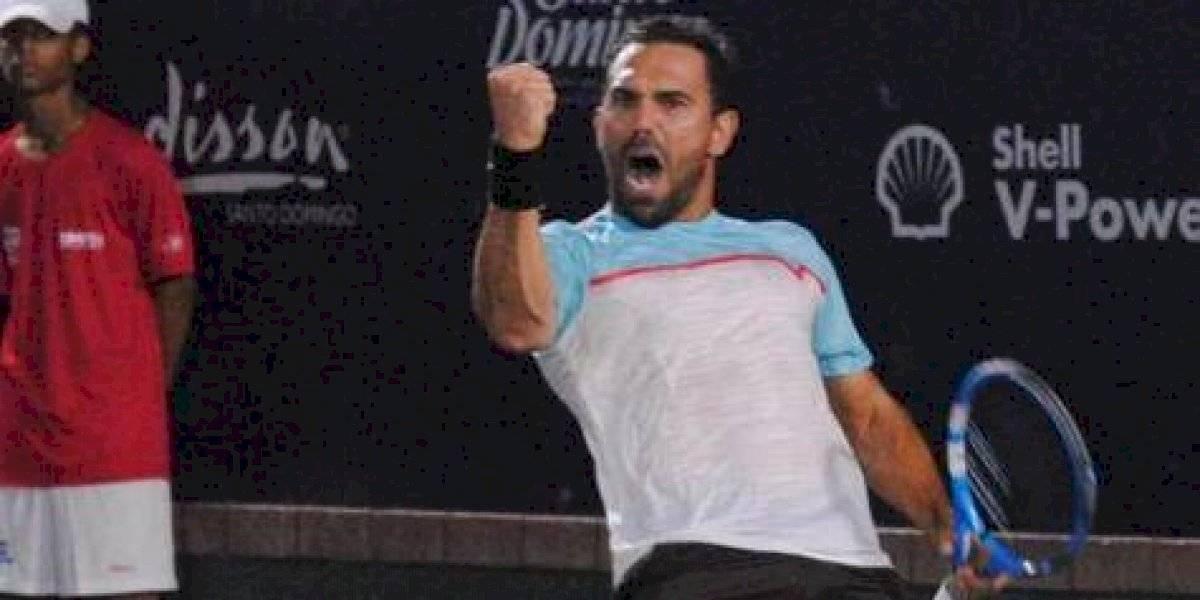 Víctor Estrella avanza en el Santo Domingo Open