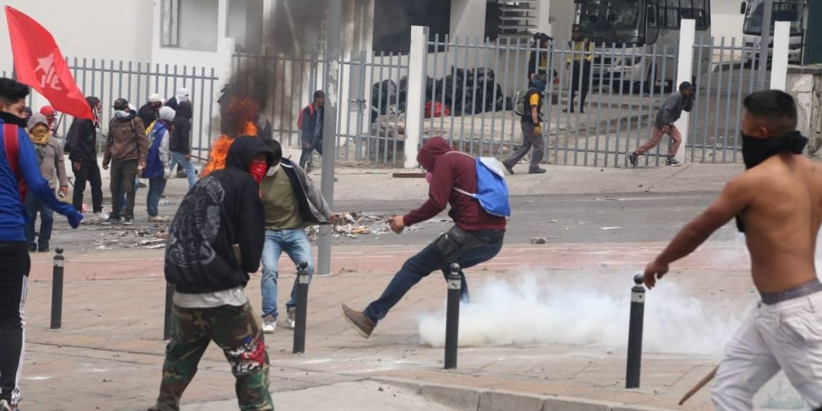 Canciller de Ecuador culpa de disturbios a Diosdado Cabello, Correa y las FARC