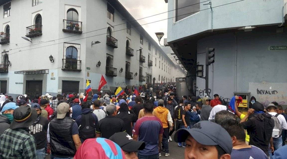 Se registran enfrentamientos entre ciudadanos y miembros de la fuerza pública en la Plaza del Teatro API