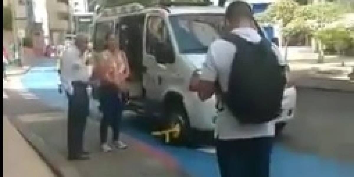 Insólito: Policía de Tránsito inmovilizó con cepo a una ambulancia