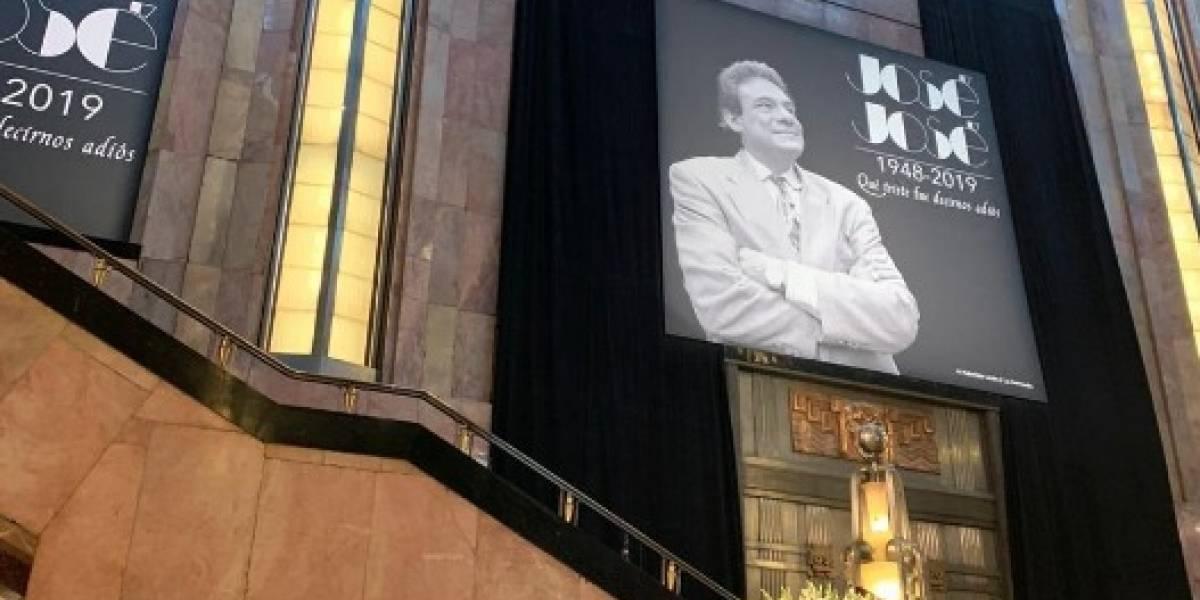 Tras agria disputa, cenizas de José José llegan a México entre homenajes y admiradores