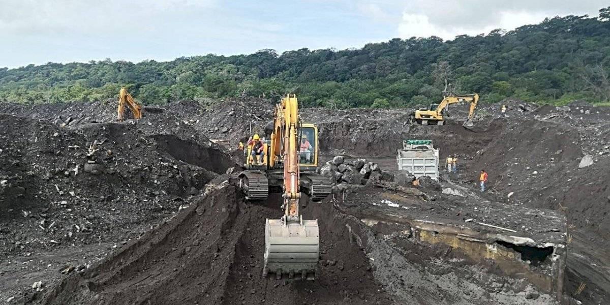 Reinician búsqueda de víctimas soterradas por erupción del volcán de Fuego