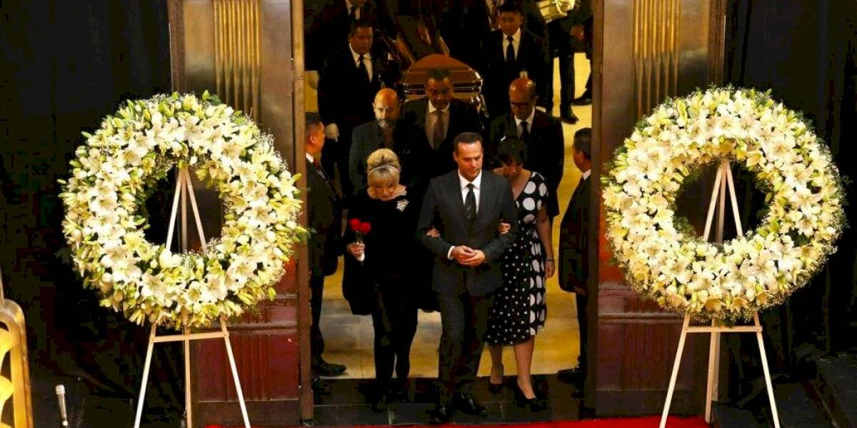 EN VIVO. Emotivo homenaje que México le realiza a José José