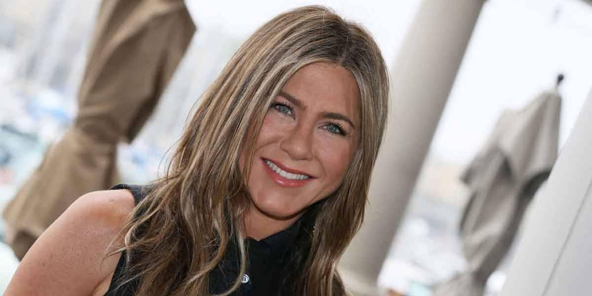 Jennifer Aniston divulga mensagem sarcástica sobre o coronavírus