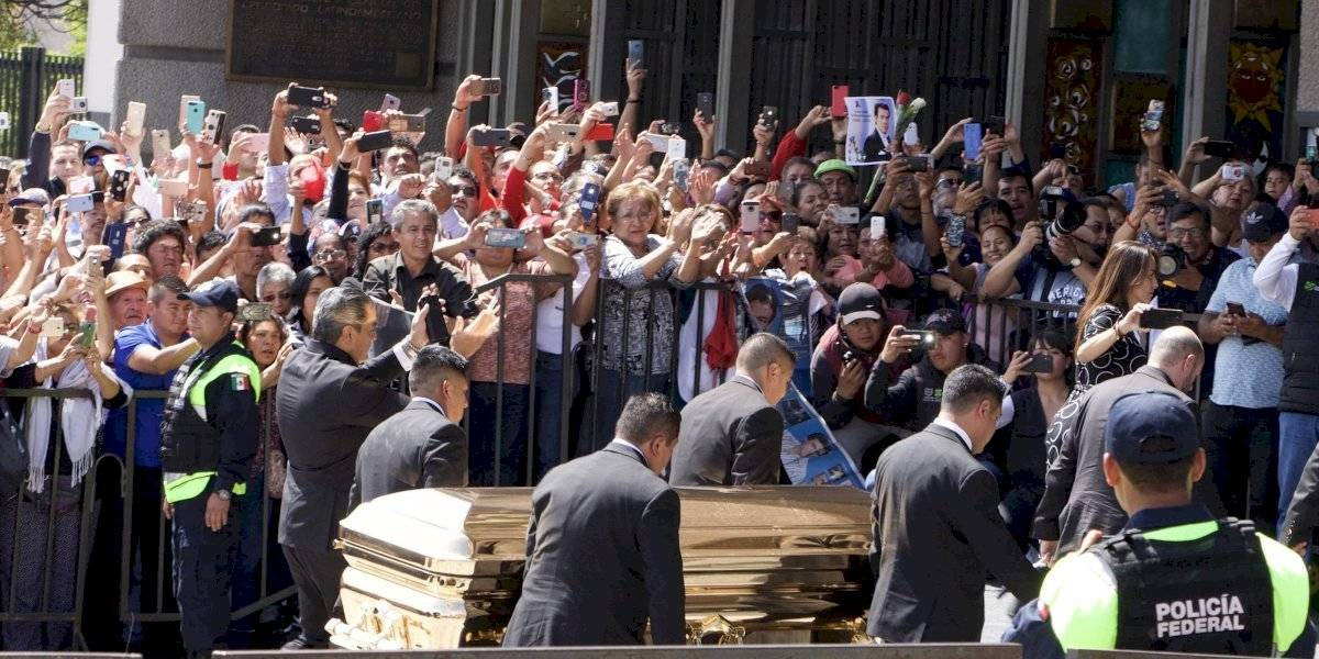 Dan el último adiós a José José en Panteón Francés