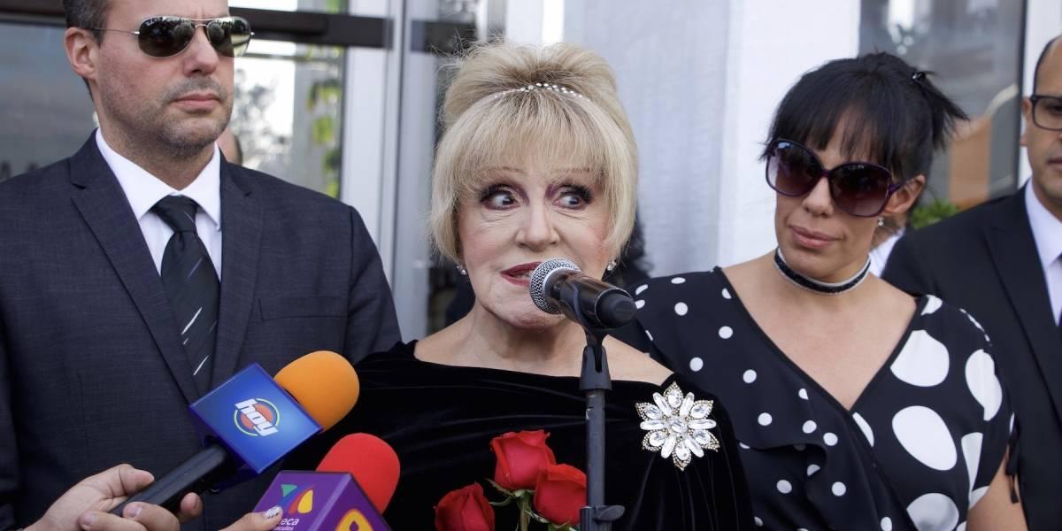Anel, ex esposa de José José, recibe sus cenizas en la CDMX