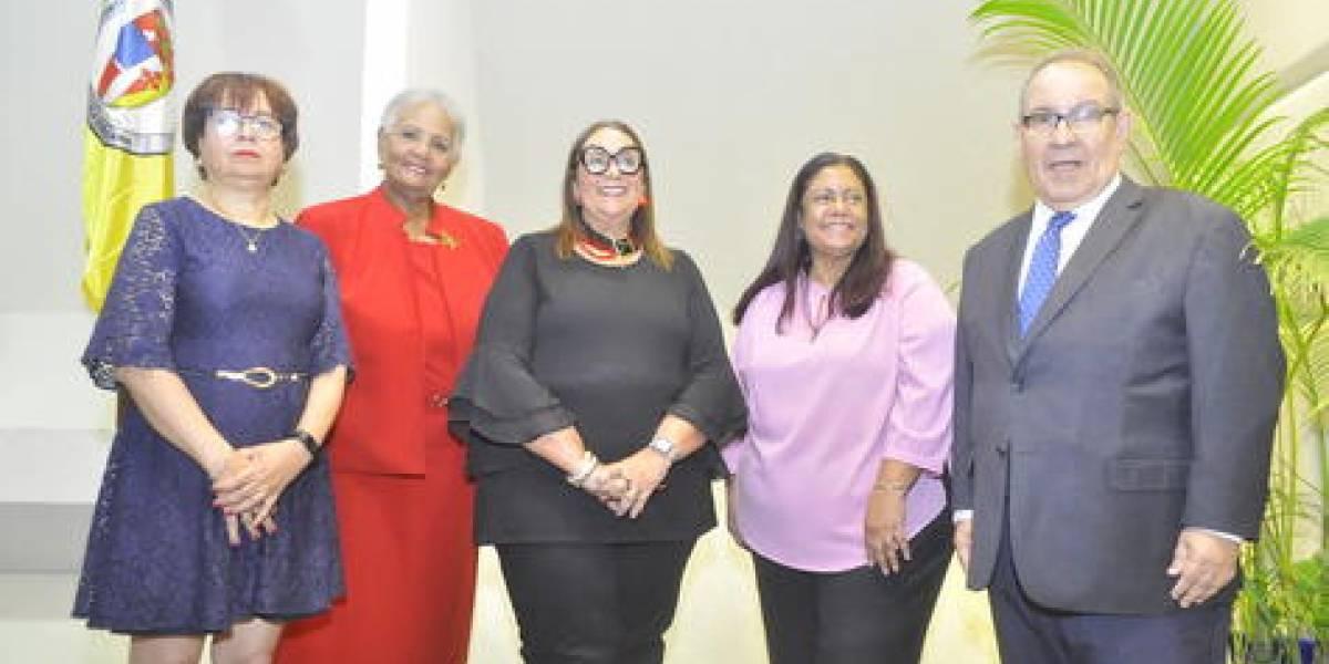 Educadora Mildred Guzmán Madera presentó libro sobre la vida Juan Bosch