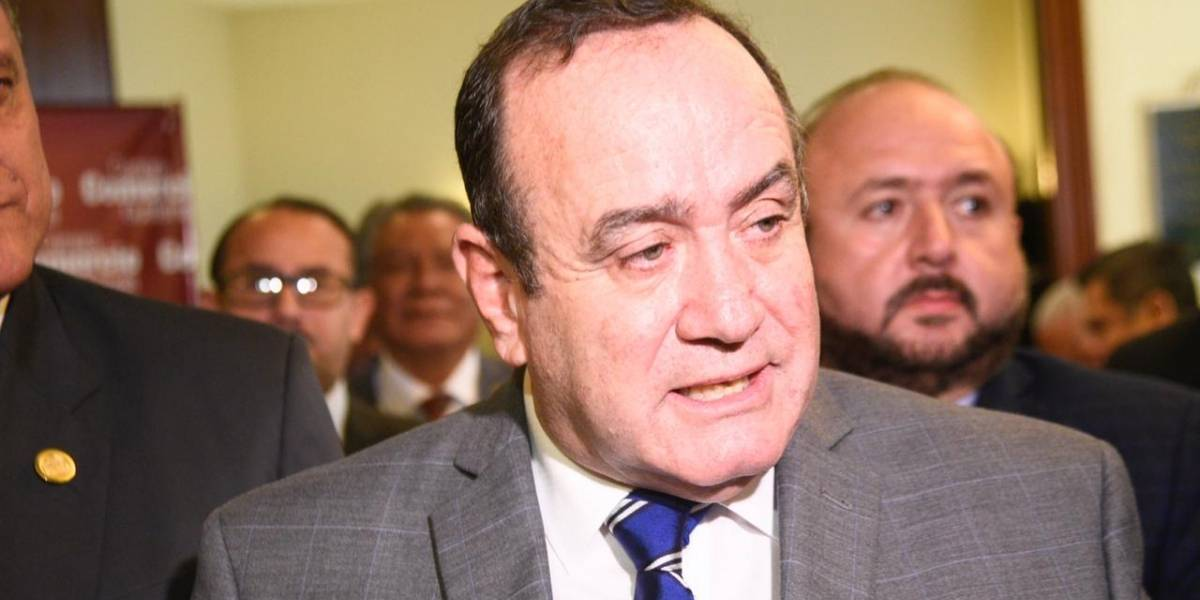 Giammattei llama a magistrados de CSJ a renunciar y no extender su mandato