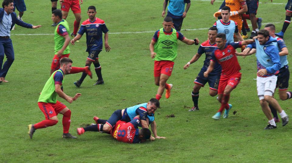 Batalla campal en el partido Municipal vs Xelajú