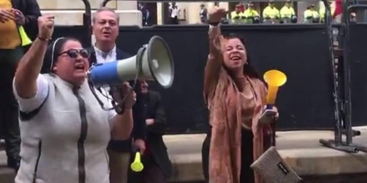 Desde Roma preguntan por quién es la monja que gritó arengas apoyando a Uribe