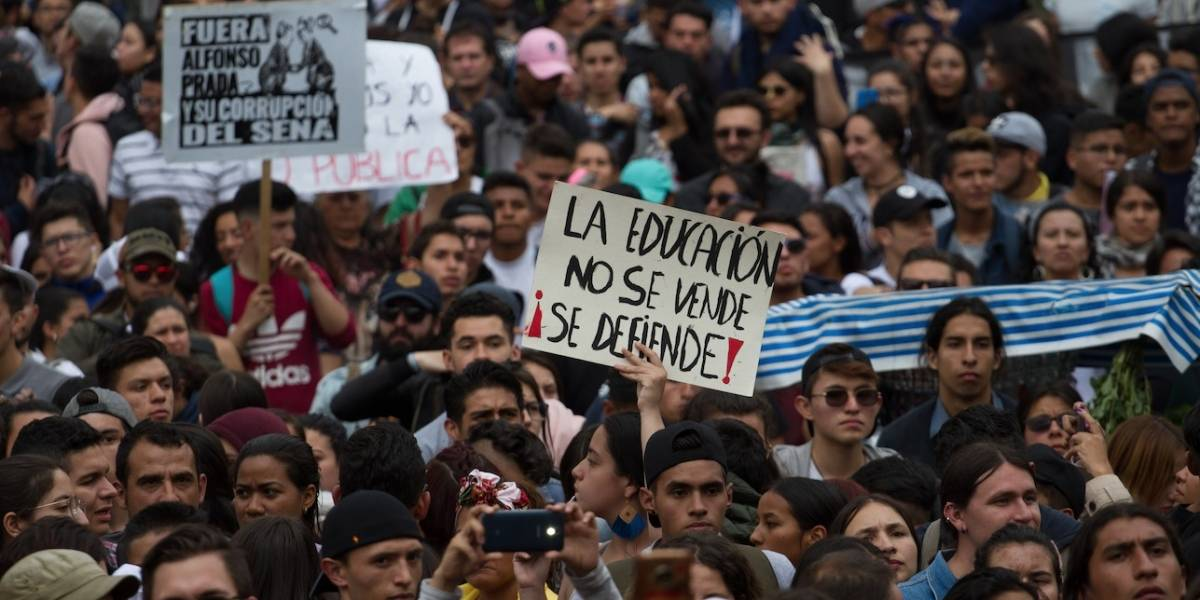 Vías y estaciones de TransMilenio paralizadas por manifestación de estudiantes
